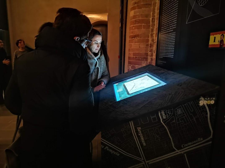 Cremona romana in un tavolo multimediale